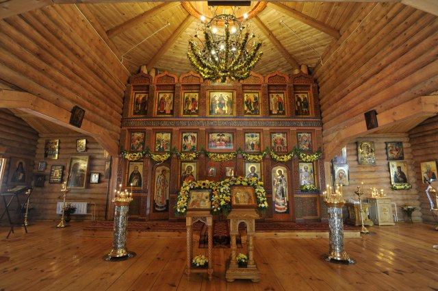 Храм Святителя Николая внутри